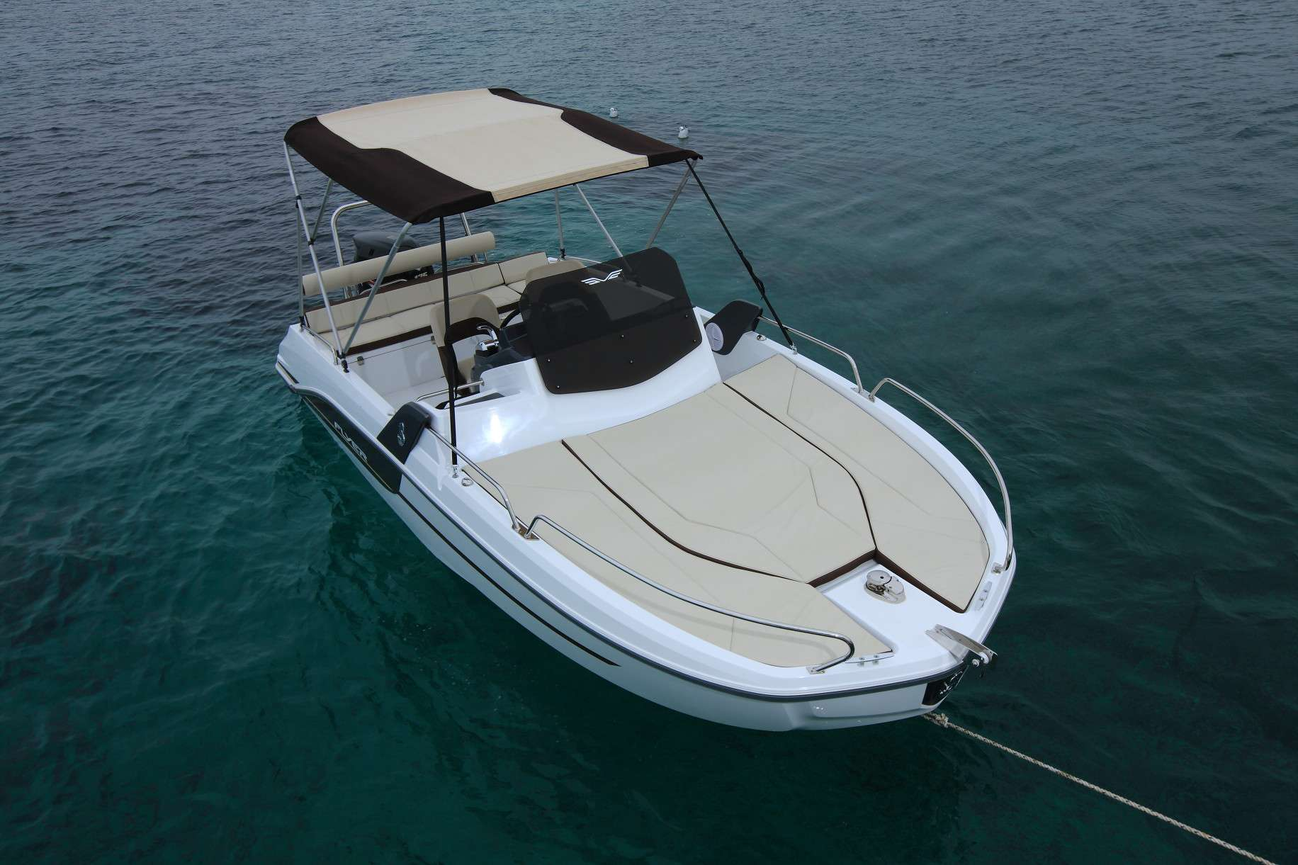 Boat in Ibiza for 8 people BENETEAU FLYER 6.6 2017