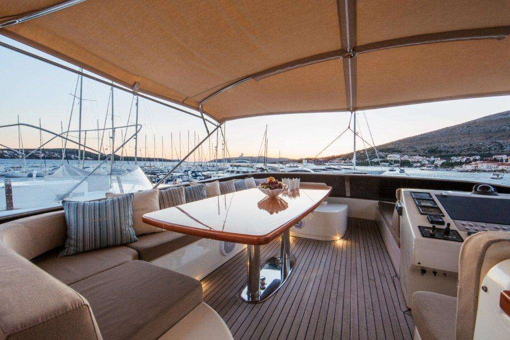 Luxury yacht Lady Lona