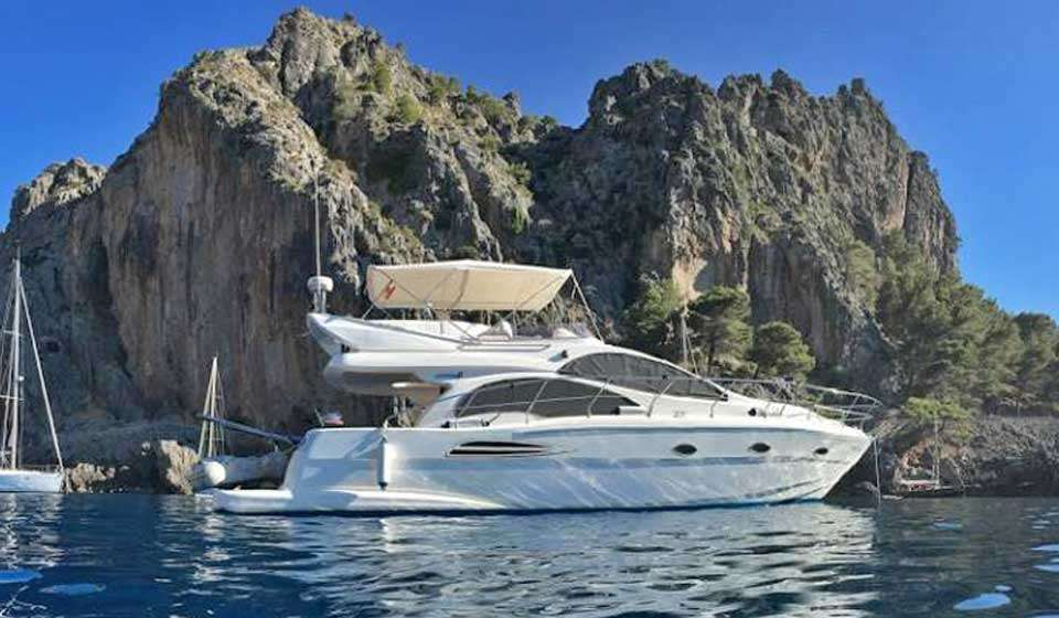 Spacious 43ft Flybridge Yacht